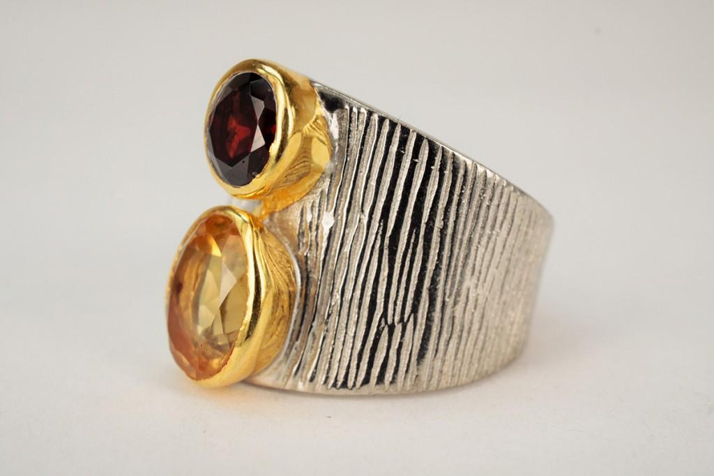Необычное  кольцо с гранатом