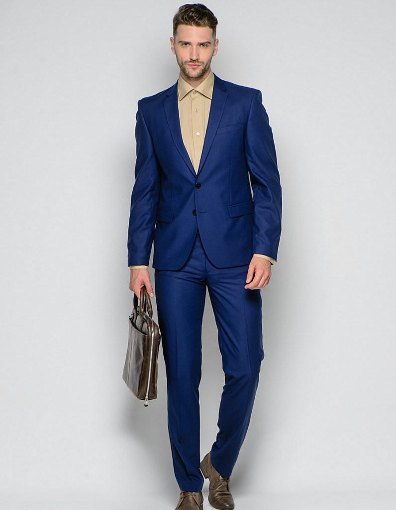 Стильный яркий синий мужской деловой костюм
