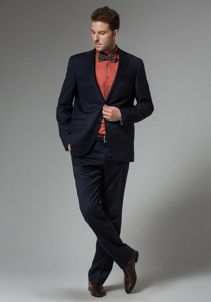 Черный деловой мужской костюм