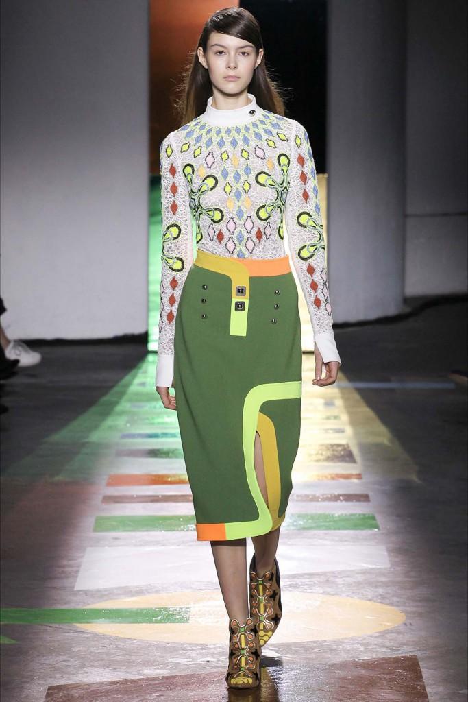 Экстравагантный лук с юбкой и блузой