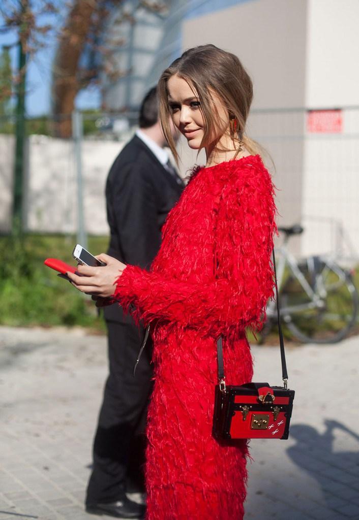 Красное платье во французском стиле