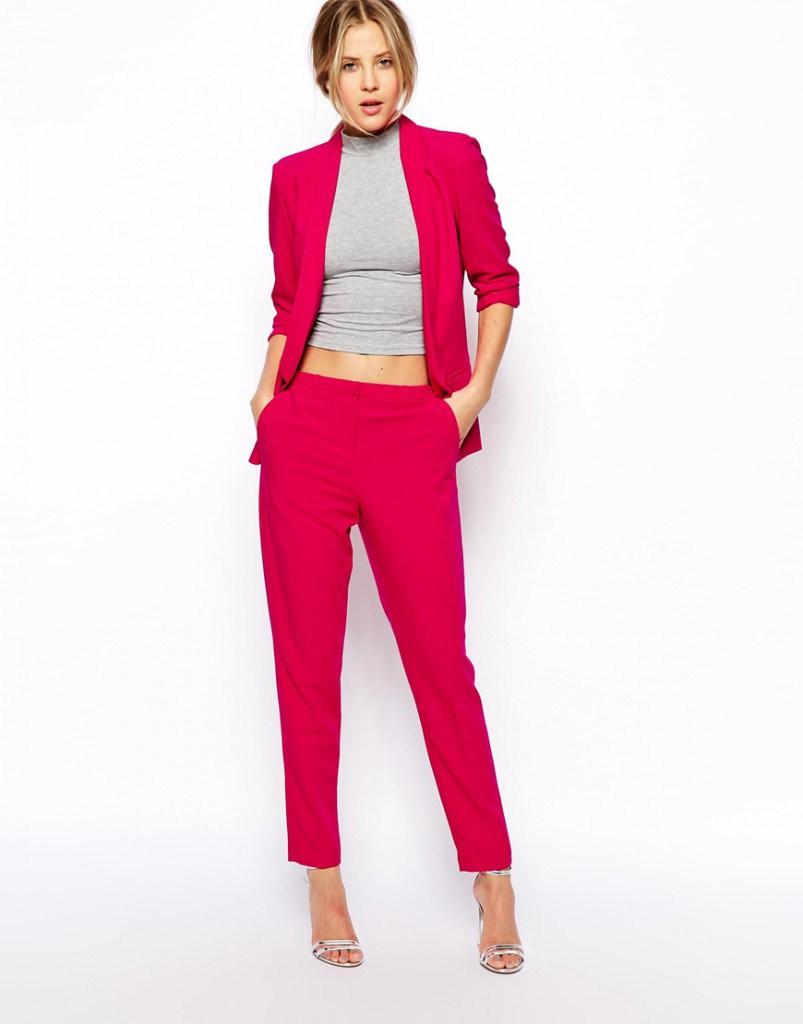 Красный брючный женский классический костюм