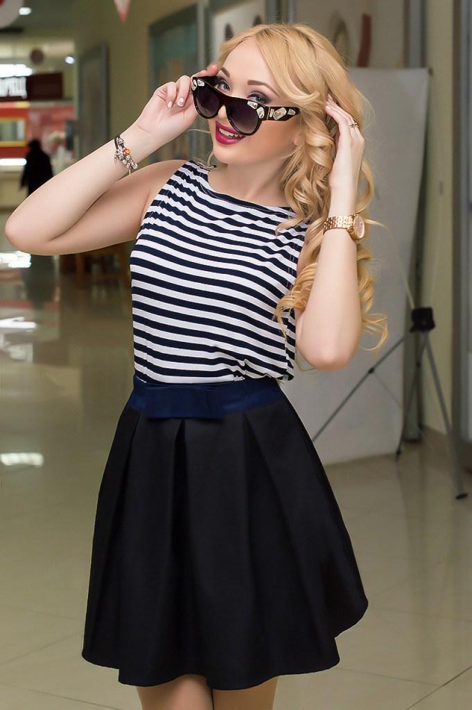 Блузка без рукавов в морском стиле с юбкой
