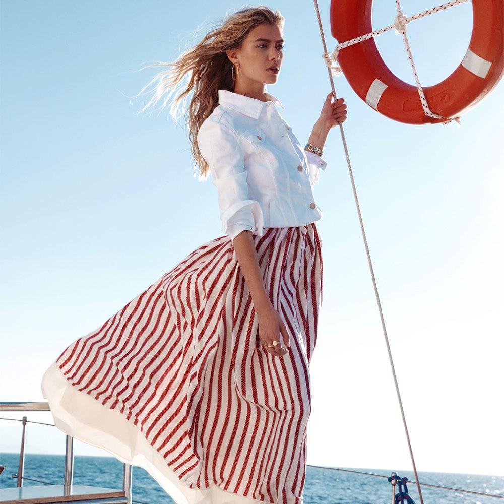 Юбка в морском стиле в красно-белую полоску