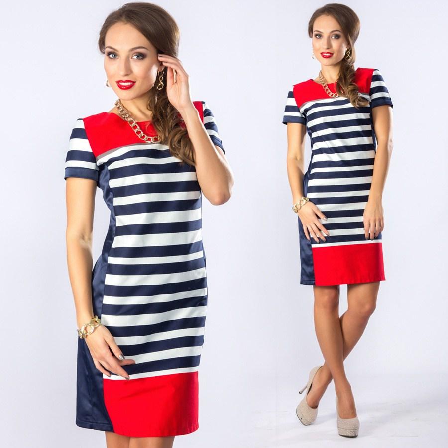 Модное платье с красными элементами в полоску