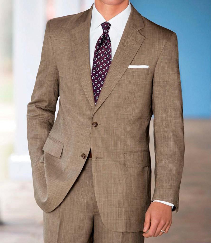 Стильный галстук к классическому мужскому коричневому костюму