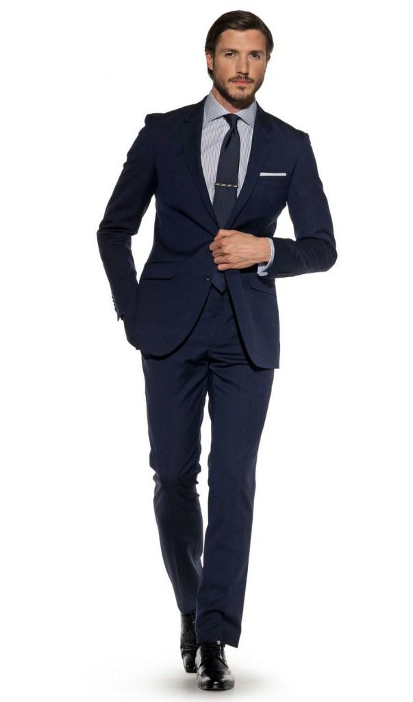 Классический мужской синий костюм
