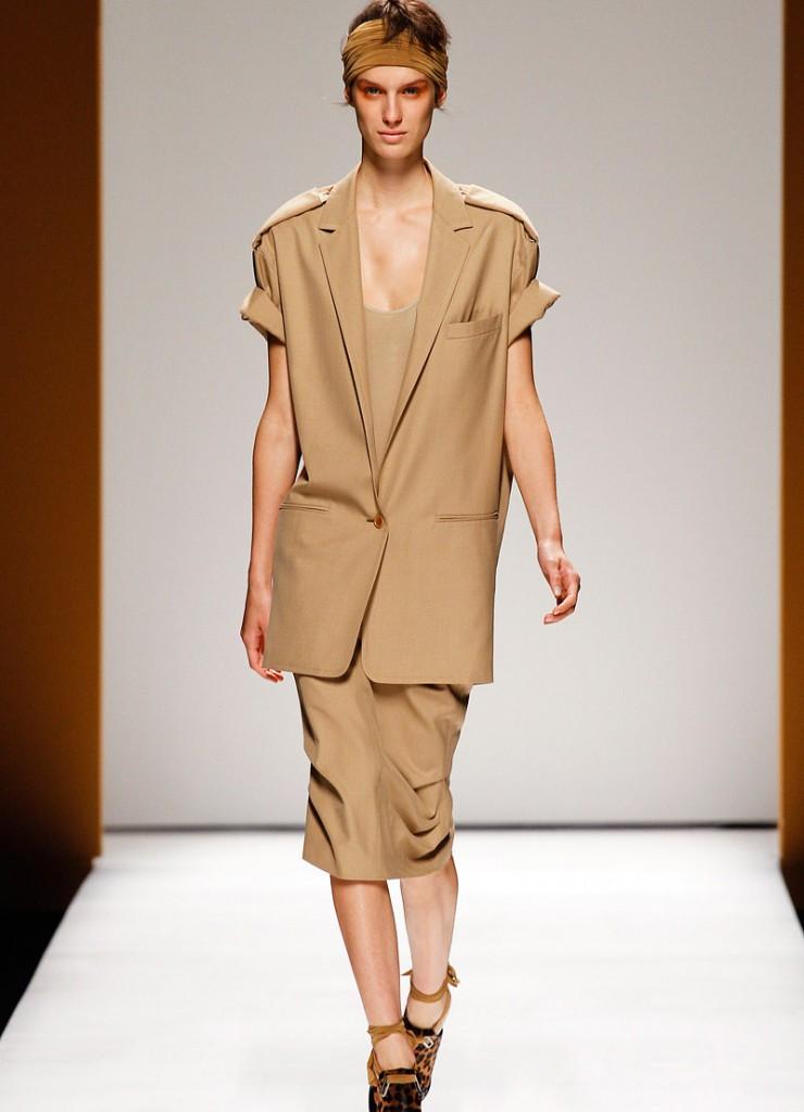 Жакет и платье в стиле сафари для полных женщин