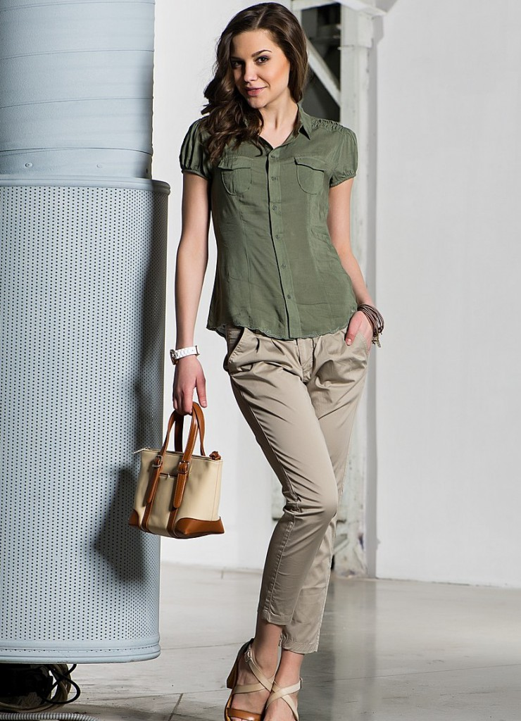 Рубашка и брюки в стиле сафари