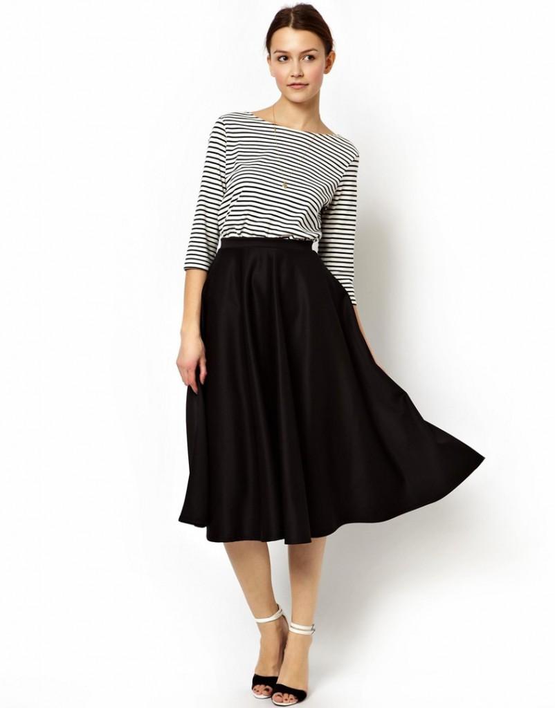 Черная юбка в романтическом стиле