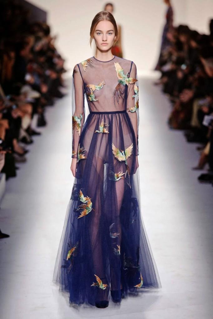 Прозрачное синее платье в романтическом стиле
