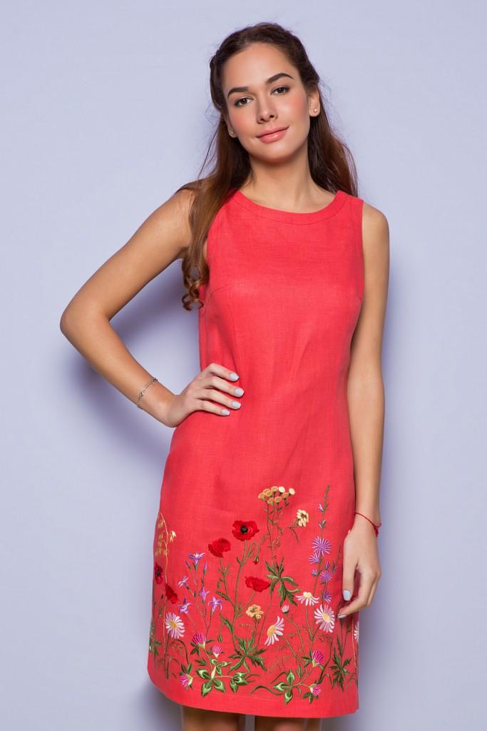 Красное льняное платье с вышивкой