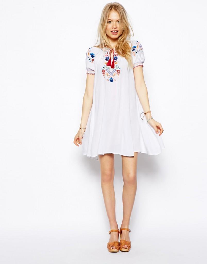 Короткое белое свадебное платье в стиле кантри