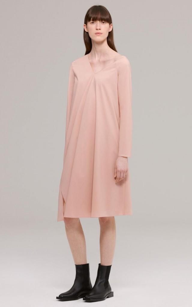 Минималистичное персиковое платье