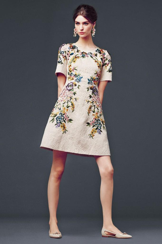 Платье в стиле прованс с вышивкой их шерсти