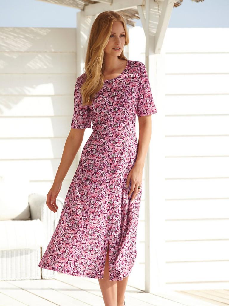 Розовое платье в стиле прованс с цветочным принтом