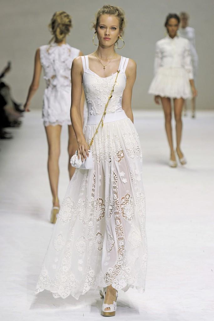 Белое длинное платье в стиле прованс