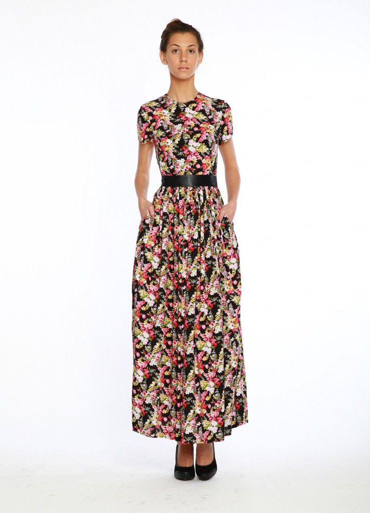 Длинное яркое платье в стиле прованс