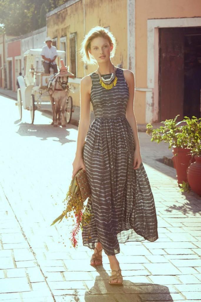 Длинное платье в спокойных тонах