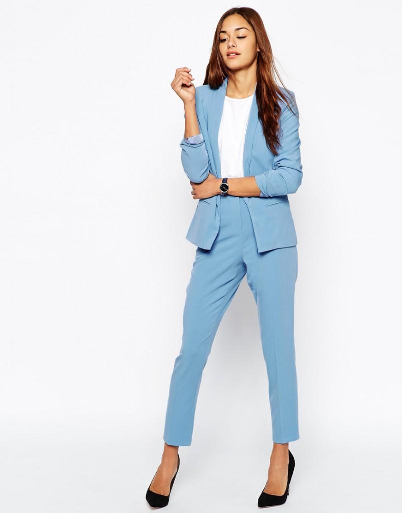 Голубой женский деловой костюм