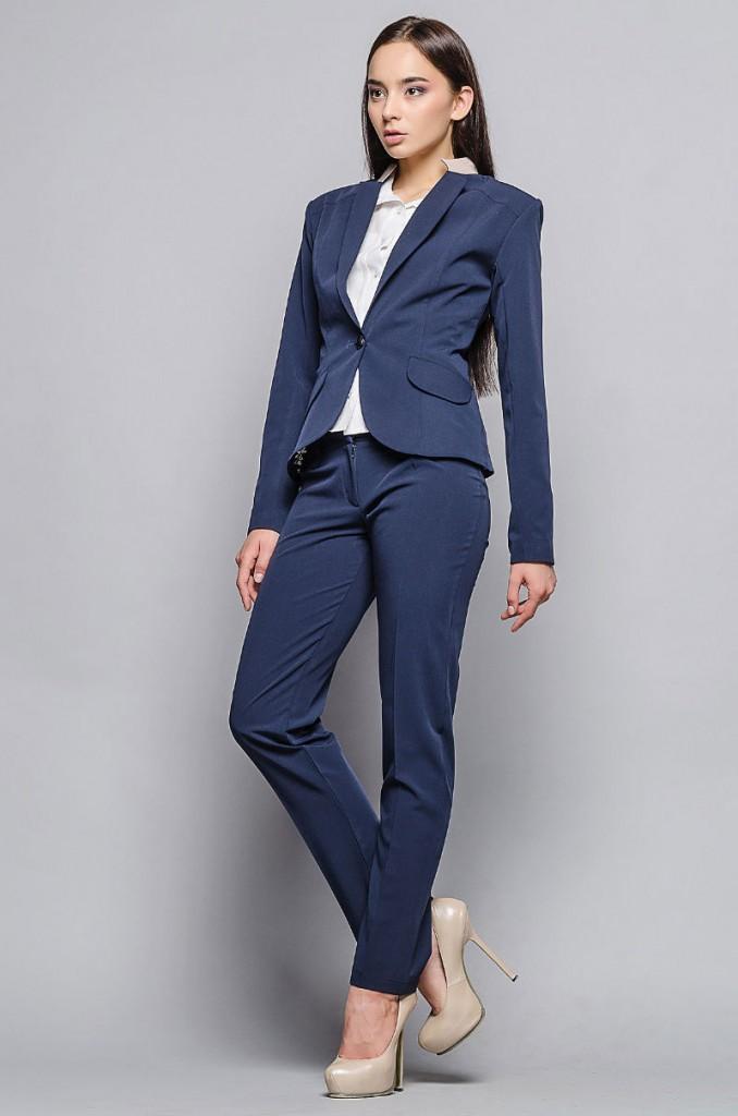 Летний синий деловой женский костюм