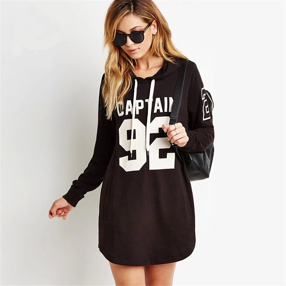 Стильное черно-белое платье толстовка с капюшоном