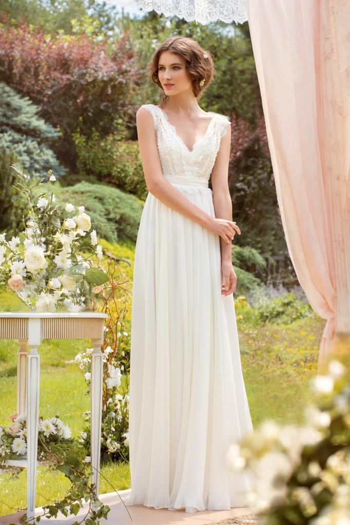 Нежное длинное свадебное платье в стиле casual