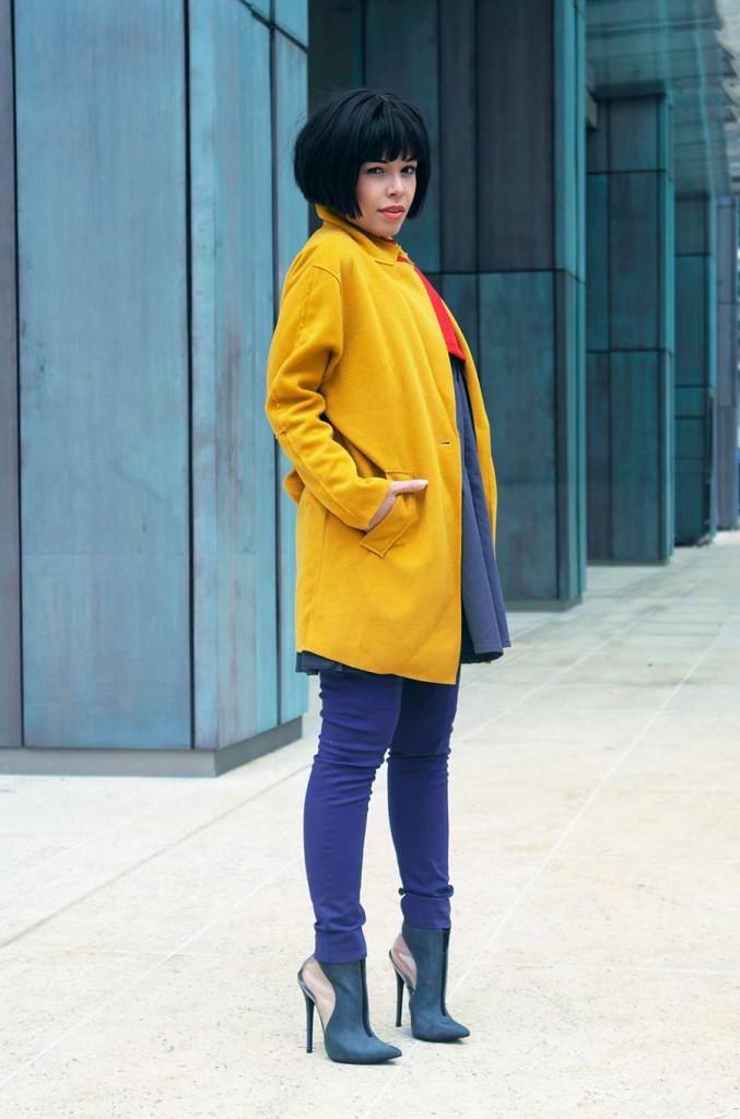 Женский наряд с желтым жакетом в стиле casual