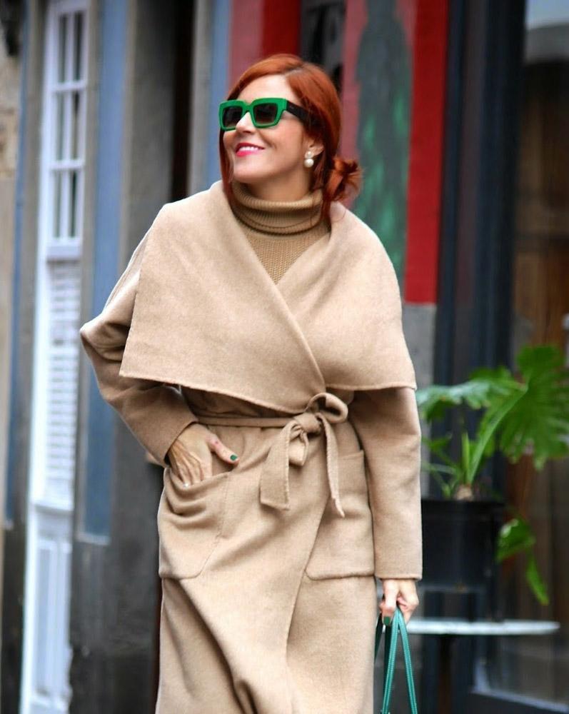 Бежевое пальто для женщин после 40 лет