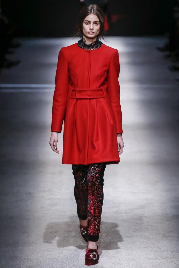 Красное пальто для женщин после 40 лет