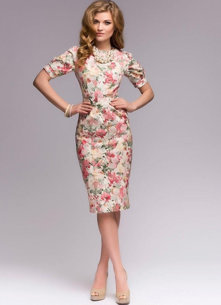 Цветочное платье для женщин после 40 лет