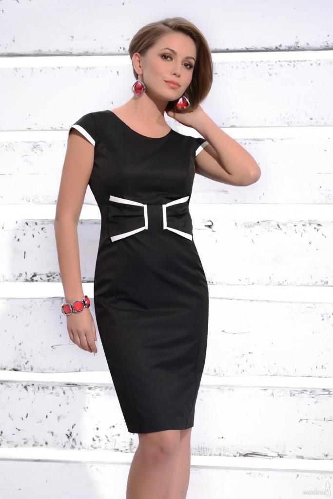 Черное-белое платье для женщин после 40 лет