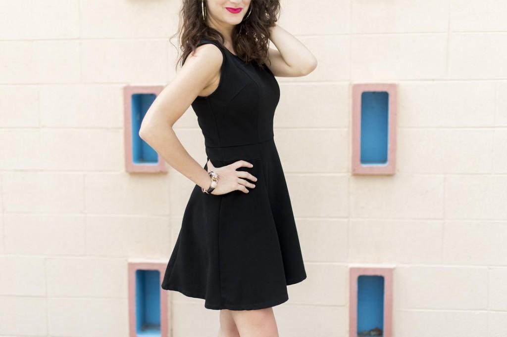 Черное платье в гардеробе женщины 30 лет