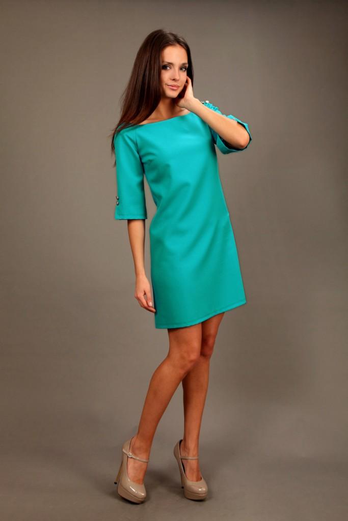 Зеленое прямое платье в гардеробе женщины 30 лет