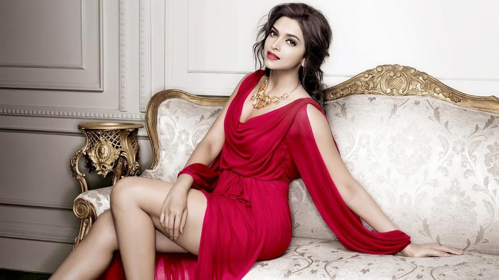 Красное вечернее платье в гардеробе женщины 30 лет