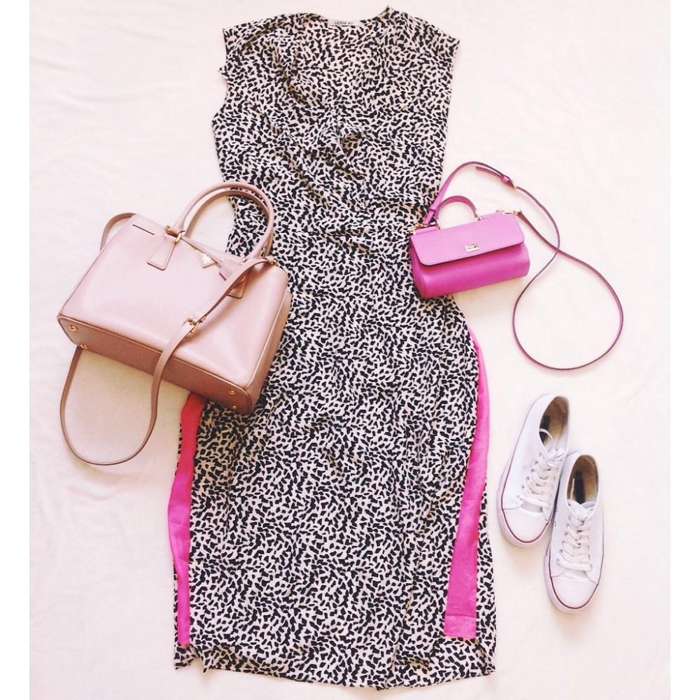 Платье и кеды в гардеробе женщины 30 лет