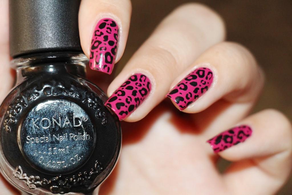 Леопардовый розовый принт на ногтях