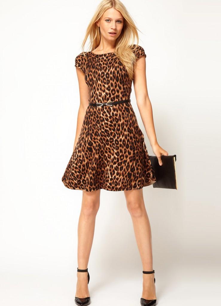 Красивое платье с леопардовым принтом