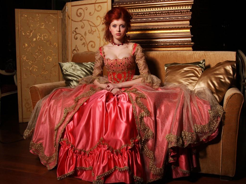 Красное платье в стиле рококо