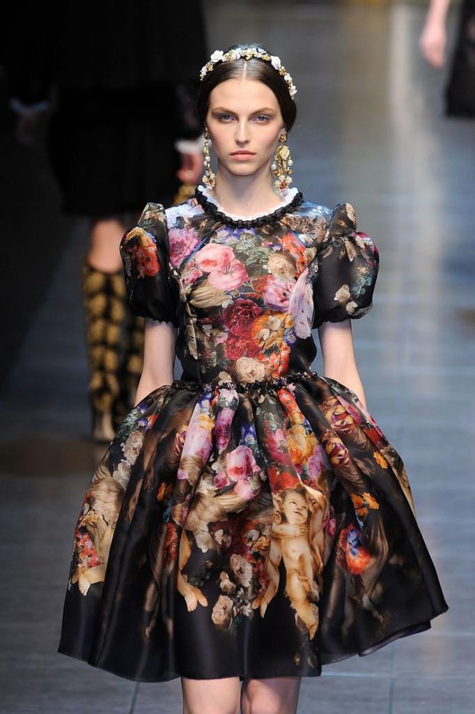 Платье с пышной юбкой в стиле барокко