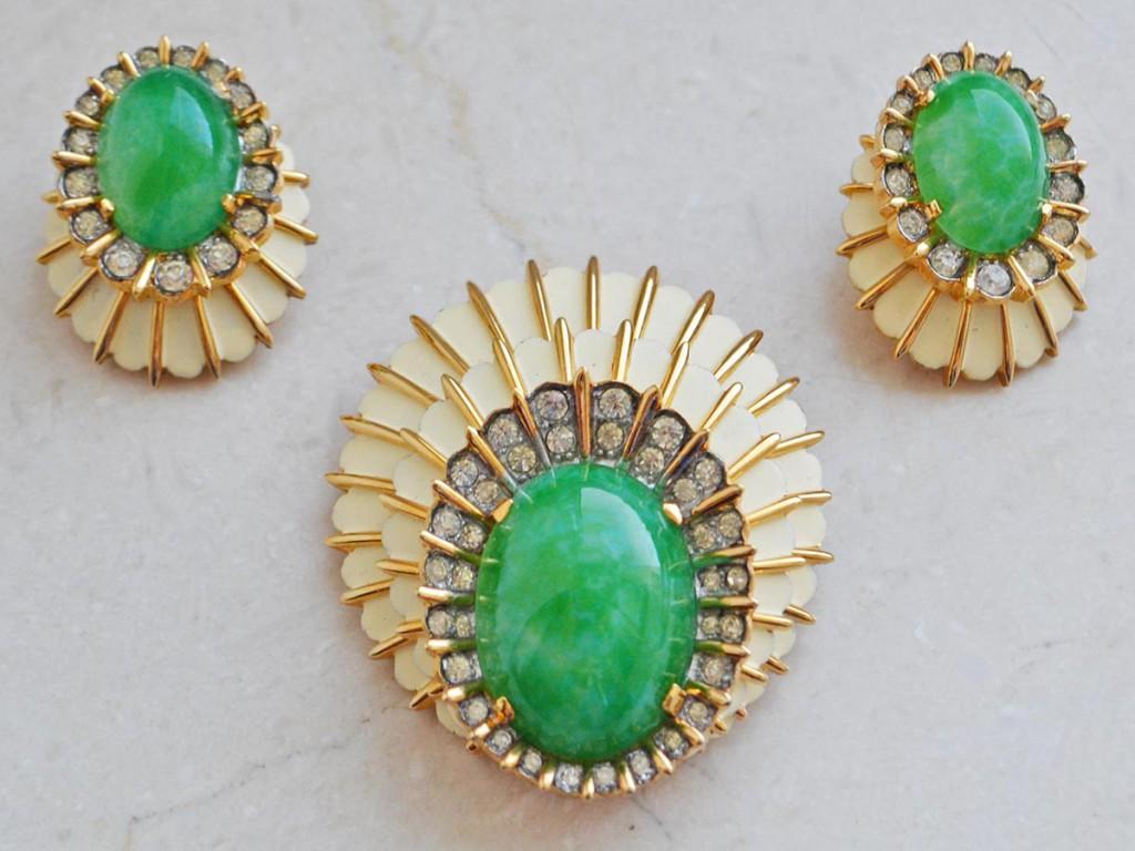 Винтажные серьги и брошь с зеленым камнем