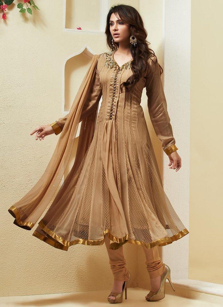 Бежевое современное индийское платье