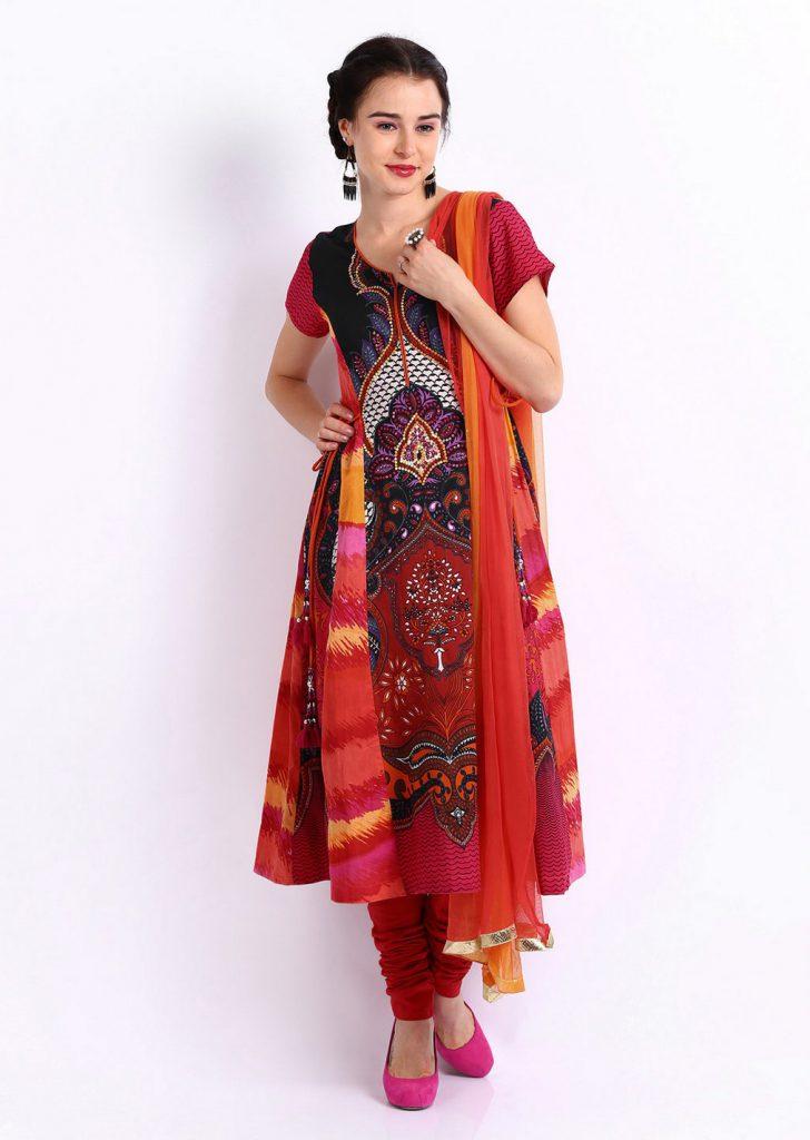 Модная яркая индийская одежда