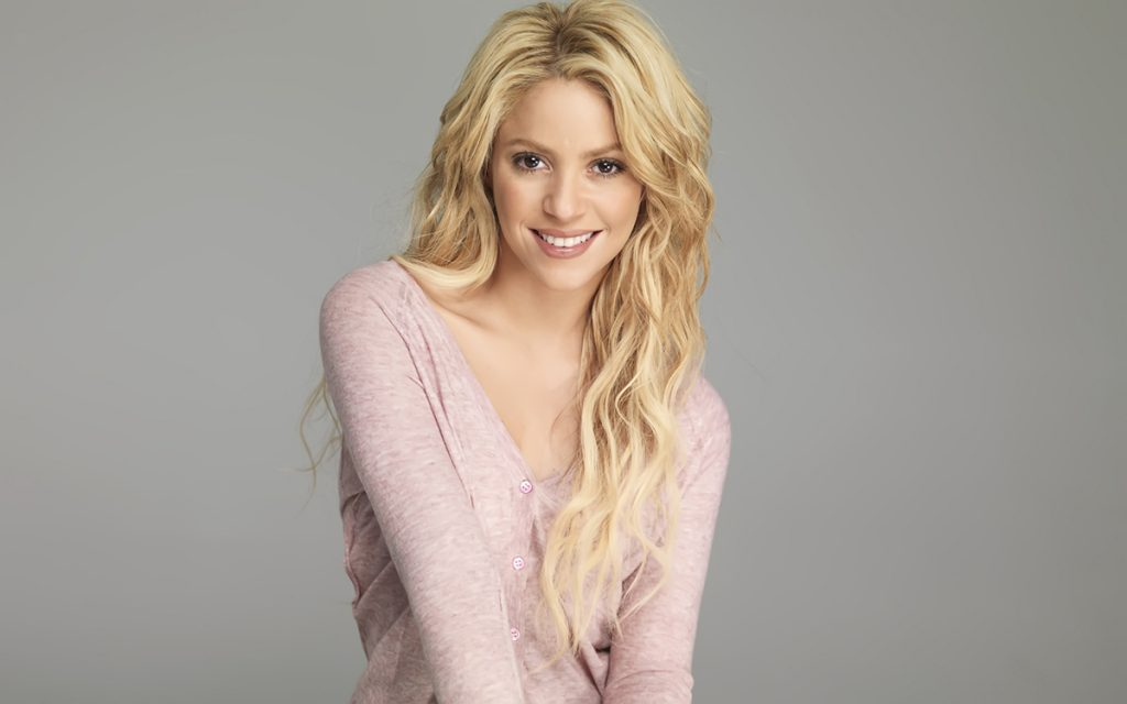 Шакира блондинка