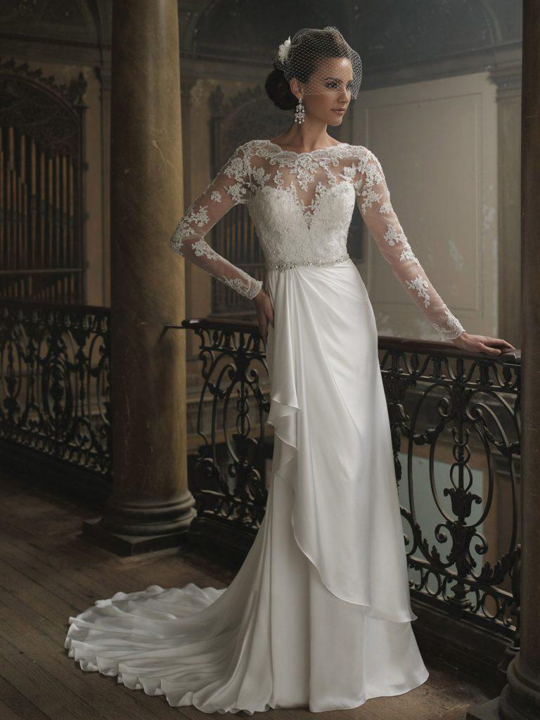 Винтажное свадебное платье из атласа с кружевным верхом