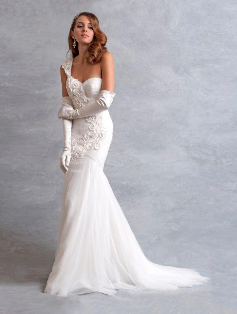 Винтажное свадебное платье с перчатками