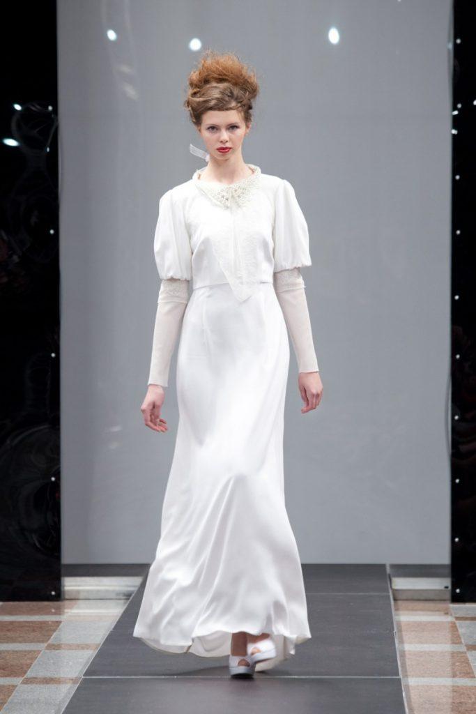 Белое свадебное винтажное платье с комбинированными рукавами