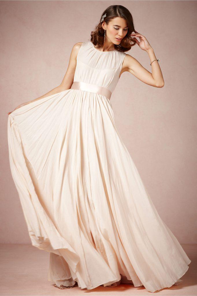 Красивое свадебное платье с атласным поясом