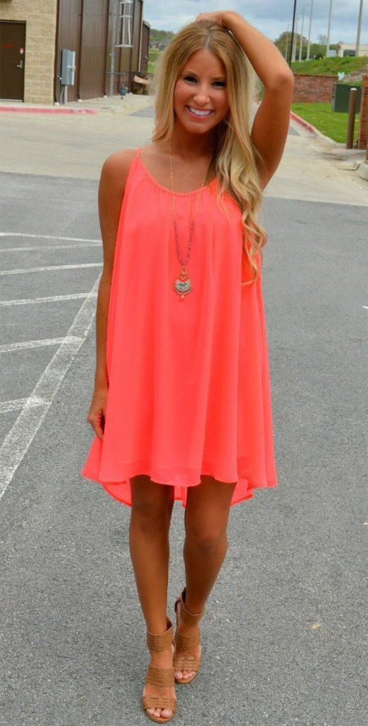 Коралловое пляжное платье