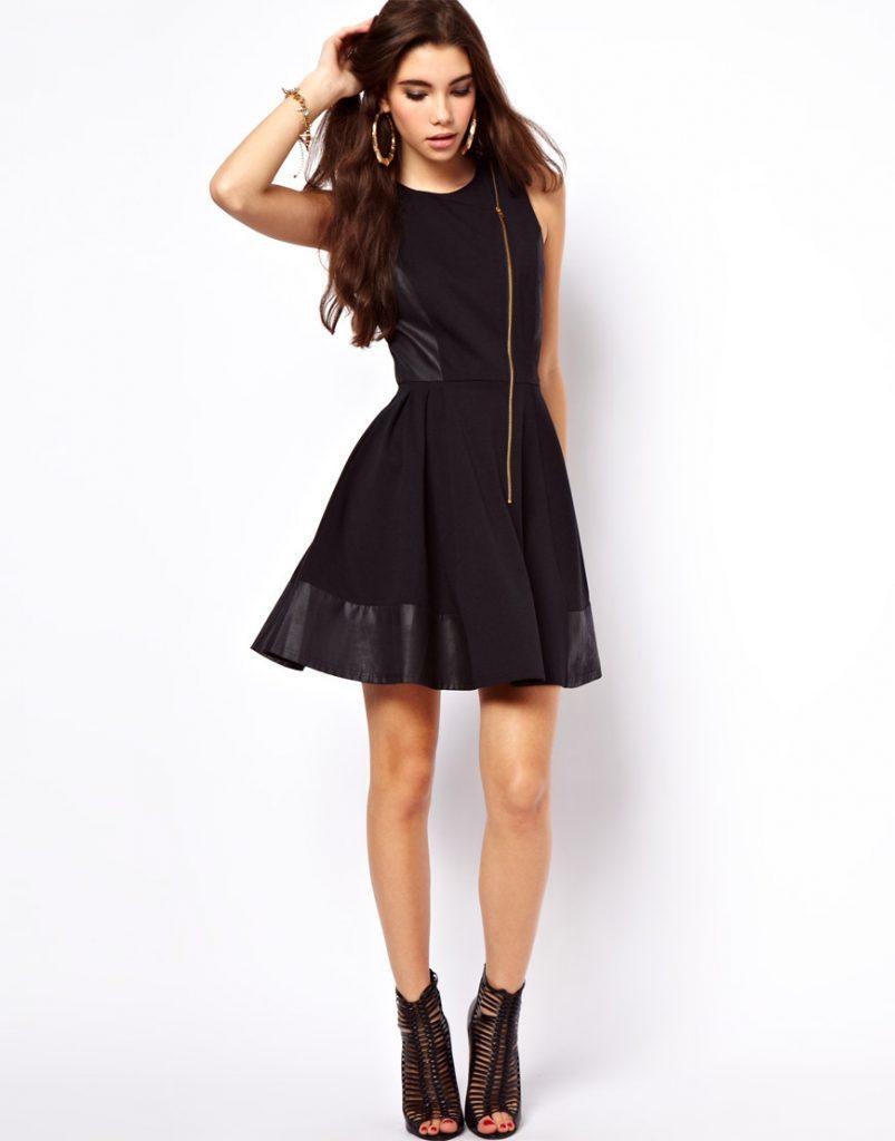 Черное платье с кожаными вставками с расклешенной юбкой